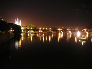 Charles_Bridge_at_night_-_Prague
