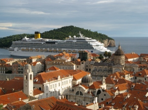 A cruise ship attacking Dubrovnik (photo by RR Koops)